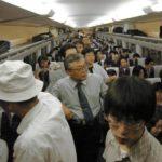 新幹線の立ち乗りはどこに居ればいい?席は空いたら座れる?