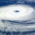 台風で結婚式が中止になる時や欠席しないとけないときの対応は?