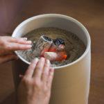 火鉢の使い方の便利な方法や種類は?暖房効果だけではない!
