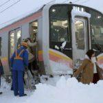 雪で電車が止まる原因や理由や基準は?どのくらい止まる